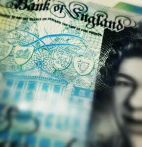Five Pound Note up close
